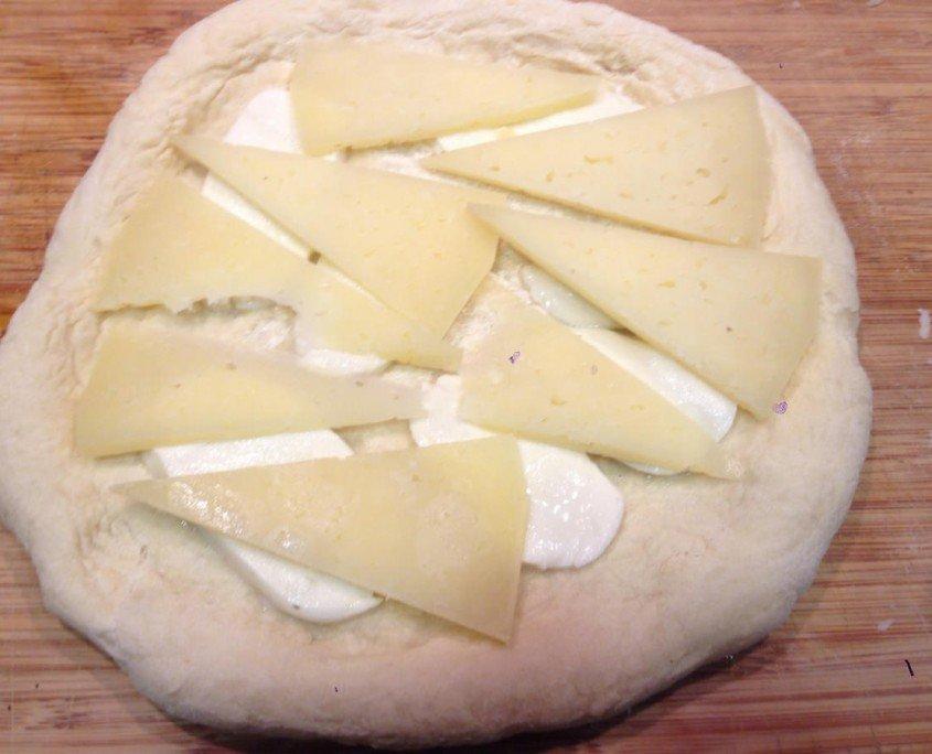 Pizza de boletus con queso manchego