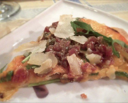 pizza de tartar de salchichón