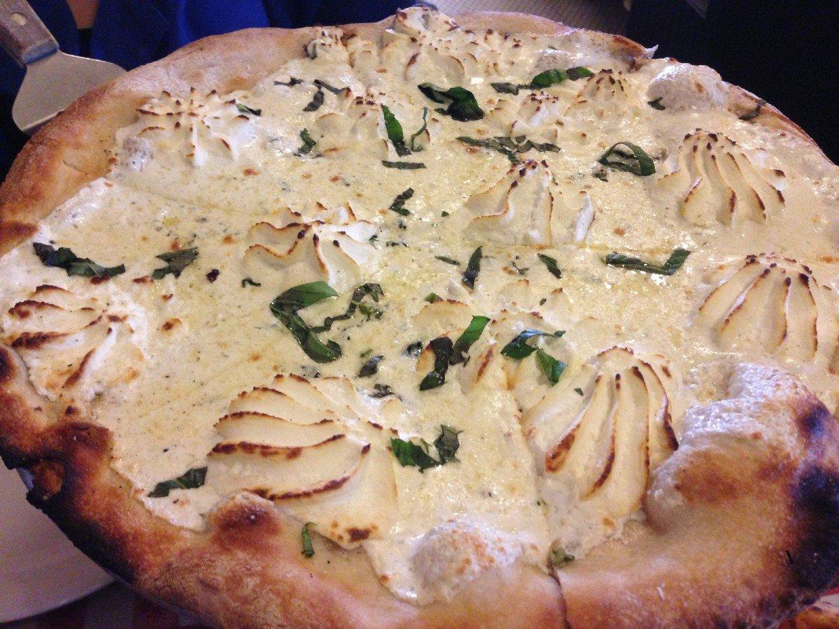 Pizza bianca con ricotta