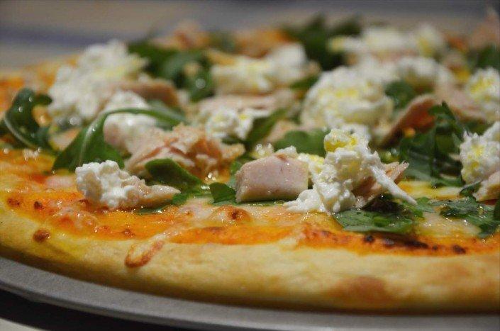 Pizza de bonito y burrata