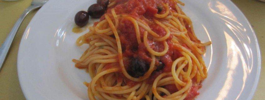 Espaguetti arrabiata en la pizzería Michele en Milan