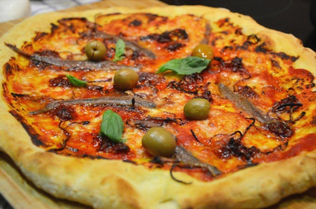 Pizza de Nduja y anchoas
