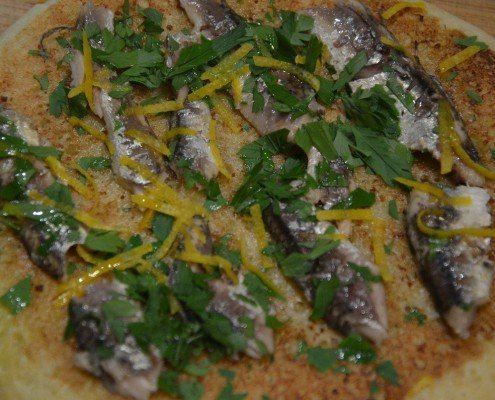 Pizza de anchoas con un toque de limón