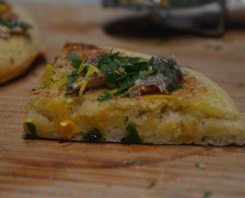 Pizza de anchoas con un toque de limón